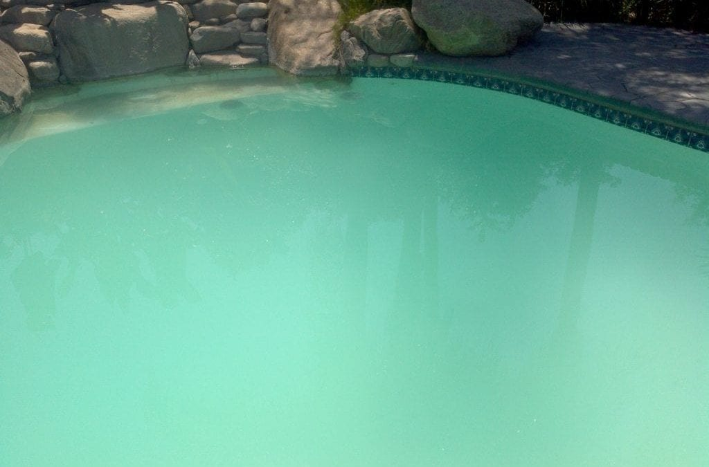 Why Is My Swimming Pool Water Cloudy?