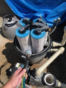 Cleaning a pool filter